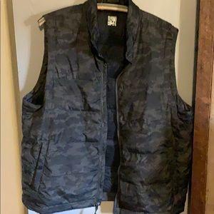 Men's XL packable light down vest